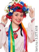 Купить «Портрет девушки в национальной украинской одежде и венке на голове», фото № 3377618, снято 11 декабря 2018 г. (c) Сергей Сухоруков / Фотобанк Лори