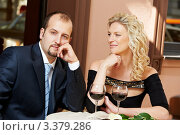 Купить «Блондинка смотрит на задумчивого мужчину за столиком в кафе», фото № 3379286, снято 3 сентября 2011 г. (c) Дмитрий Калиновский / Фотобанк Лори