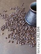 Купить «Кофейные зерна и турка для кофе», фото № 3382894, снято 21 ноября 2019 г. (c) Илюхина Наталья / Фотобанк Лори