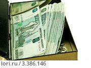 Купюры в одну тысячу рублей в открытом ящике. Стоковое фото, фотограф Vladimir Shashkin / Фотобанк Лори