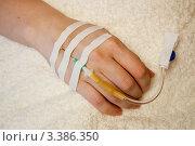 Купить «Внутривенное вливание (внутривенная инфузия). Инфузионная терапия», фото № 3386350, снято 18 марта 2012 г. (c) WalDeMarus / Фотобанк Лори