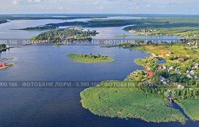 Вид с высоты на озеро Селигер