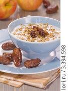 Купить «Завтрак. Йогурт, проросшие семена пшеницы, финики.», эксклюзивное фото № 3394598, снято 21 марта 2012 г. (c) Дмитрий Бабанов / Фотобанк Лори