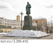 Купить «Памятник Н.В. Гоголю на Гоголевском бульваре», эксклюзивное фото № 3395410, снято 28 марта 2012 г. (c) Алёшина Оксана / Фотобанк Лори