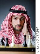 Купить «Мужчина в куфии играет в шахматы», фото № 3397994, снято 6 февраля 2012 г. (c) Elnur / Фотобанк Лори