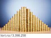 Купить «Пирамида  из монет на столе», фото № 3398258, снято 8 декабря 2011 г. (c) Elnur / Фотобанк Лори