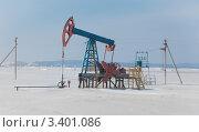Купить «Нефтекачалка в зимний день», фото № 3401086, снято 17 марта 2012 г. (c) hunta / Фотобанк Лори
