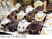 Витрина ювелирного магазина в Дубае (2012 год). Стоковое фото, фотограф Валерий Шилов / Фотобанк Лори