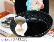 Купить «Масленица. Жарка блинов», эксклюзивное фото № 3413270, снято 25 февраля 2012 г. (c) Игорь Низов / Фотобанк Лори