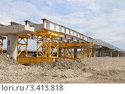 Купить «На строительстве моста», фото № 3413818, снято 5 марта 2012 г. (c) Швадчак Василий / Фотобанк Лори