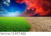 Апокалипсис надвигается на открытую местность с зеленой травой. Стоковое фото, фотограф Дмитрий Рухленко / Фотобанк Лори