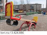 Детские качели. Стоковое фото, фотограф Лев Соловьев / Фотобанк Лори