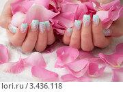 Купить «Акриловые нарощенные ногти с лепестками роз», фото № 3436118, снято 11 сентября 2010 г. (c) Андрей Попов / Фотобанк Лори