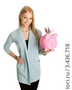 Купить «Красивая девушка показывает свинью-копилку с денежными купюрами, засунутыми в щель», фото № 3436718, снято 23 января 2011 г. (c) Андрей Попов / Фотобанк Лори