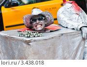 Купить «Живая скульптура на бульваре Рамбла. Барселона. Испания», фото № 3438018, снято 27 мая 2010 г. (c) Николай Коржов / Фотобанк Лори