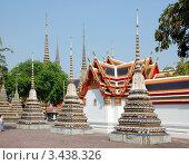 Купить «Ступы в буддистском храмовом комплексе Wat Pho, Бангкок, Таиланд», фото № 3438326, снято 22 марта 2012 г. (c) Светлана Колобова / Фотобанк Лори