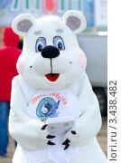 Купить «Человек в костюме белого медведя», фото № 3438482, снято 14 апреля 2012 г. (c) Александр Подшивалов / Фотобанк Лори