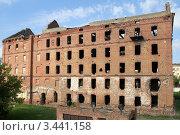 Купить «Старое полуразрушенное кирпичное здание», фото № 3441158, снято 24 сентября 2011 г. (c) Валерий Шанин / Фотобанк Лори
