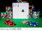 Купить «Карты, фишки казино и красные игральные кубики на зеленом сукне», фото № 3442454, снято 20 января 2012 г. (c) Elnur / Фотобанк Лори
