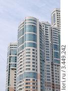 Купить «Современный многоэтажный жилой дом», фото № 3449242, снято 17 апреля 2012 г. (c) Илюхина Наталья / Фотобанк Лори