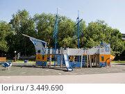 Купить «Детская площадка», эксклюзивное фото № 3449690, снято 18 июля 2009 г. (c) Журавлев Андрей / Фотобанк Лори