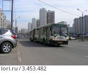 Купить «Городской автобус № 21. Улица Новокосинская, Москва», эксклюзивное фото № 3453482, снято 17 апреля 2012 г. (c) lana1501 / Фотобанк Лори