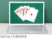 Купить «Игра в покер на экране ноутбука», фото № 3454814, снято 23 апреля 2009 г. (c) Lasse Kristensen / Фотобанк Лори