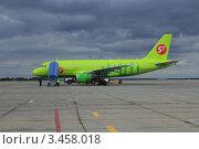 Самолёт Airbus A319 авиакомпании S7 Airlines в аэропорту г. Челябинска. Редакционное фото, фотограф Павел / Фотобанк Лори