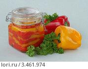 Купить «Маринованный перчик с чесноком», фото № 3461974, снято 16 апреля 2012 г. (c) Чукова Жанна / Фотобанк Лори
