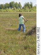 Купить «Уборка сена», эксклюзивное фото № 3461982, снято 22 июля 2011 г. (c) Алёна Кухтина / Фотобанк Лори