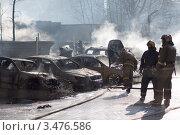 Обгоревшие машины (2012 год). Редакционное фото, фотограф Alexander Dmitriev / Фотобанк Лори