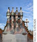 Купить «Фрагмент декорированной крыши дома Casa Batllo в Барселоне. Архитектор Антонио Гауди», фото № 3476826, снято 22 ноября 2011 г. (c) Victoria Demidova / Фотобанк Лори