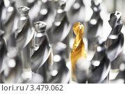 Купить «Золотое сверло для дрели среди обычных», фото № 3479062, снято 18 апреля 2012 г. (c) Дмитрий Калиновский / Фотобанк Лори