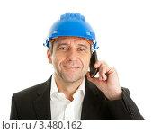 Купить «Архитектор в голубой каске говорит по мобильному телефону», фото № 3480162, снято 30 января 2011 г. (c) Андрей Попов / Фотобанк Лори