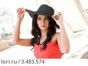 Портрет девушки в черной шляпе. Стоковое фото, фотограф Момотюк Сергей / Фотобанк Лори