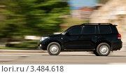 Черная машина быстро едет по дороге. Стоковое фото, фотограф владимир самохин / Фотобанк Лори