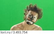 Клоун на зеленом фоне. Стоковое видео, видеограф Павел Меняйло / Фотобанк Лори
