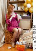 Купить «Беременная женщина вяжет детские носочки», фото № 3495946, снято 10 марта 2012 г. (c) Михаил Иванов / Фотобанк Лори