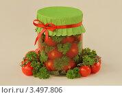 Купить «Красные помидоры маринованные с зеленью», фото № 3497806, снято 29 апреля 2012 г. (c) Чукова Жанна / Фотобанк Лори