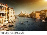 Большой канал и базилика Санта Мария делла Салуте на закате. Венеция, Италия. (2011 год). Стоковое фото, фотограф Iakov Kalinin / Фотобанк Лори