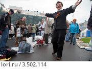 Купить «Женщина танцует на митинге КПРФ, посвященном Дню победы, на Лубянской площади, Москва», эксклюзивное фото № 3502114, снято 9 мая 2012 г. (c) Николай Винокуров / Фотобанк Лори