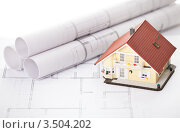 Купить «Модель дома и чертежи», фото № 3504202, снято 27 августа 2011 г. (c) Андрей Попов / Фотобанк Лори