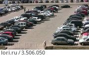 Купить «Парковка», видеоролик № 3506050, снято 24 сентября 2008 г. (c) Losevsky Pavel / Фотобанк Лори
