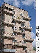 Купить «Кирпичный жилой дом в районе Шаболовки, Москва», фото № 3506342, снято 30 апреля 2012 г. (c) Илюхина Наталья / Фотобанк Лори