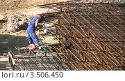 Купить «Сварщик за работой», видеоролик № 3506450, снято 17 мая 2008 г. (c) Losevsky Pavel / Фотобанк Лори
