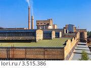 Купить «Большой завод с трубами на фоне неба», фото № 3515386, снято 8 июля 2018 г. (c) FotograFF / Фотобанк Лори