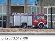 Купить «Пожарная машина около депо», эксклюзивное фото № 3519798, снято 9 мая 2012 г. (c) Алексей Шматков / Фотобанк Лори