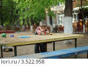 Купить «Грустный малыш в садике на прогулке», фото № 3522958, снято 17 мая 2012 г. (c) Оксана Лычева / Фотобанк Лори
