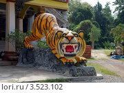 Купить «Скульптура тигра у входа в буддистский храм Тигриная Пещера (Tiger cave), Таиланд», фото № 3523102, снято 30 марта 2012 г. (c) Светлана Колобова / Фотобанк Лори