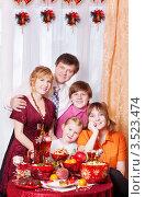 Купить «Счастливая семья за новогодним столом», фото № 3523474, снято 8 января 2012 г. (c) Майя Крученкова / Фотобанк Лори
